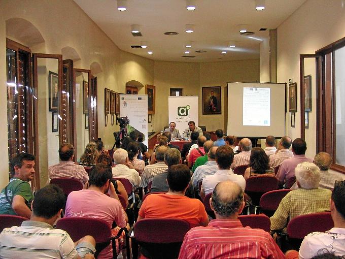 Eduardo Muñoz ha sido el encargado de exponer en Nerva los incentivos para la creación de empleo