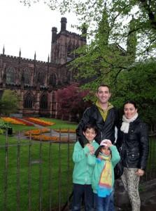 Jesús Ortega, con la familia en Chester