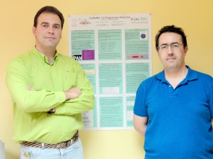 Diego Antonio Rodríguez y José Manuel Martín junto al póster del sistema.