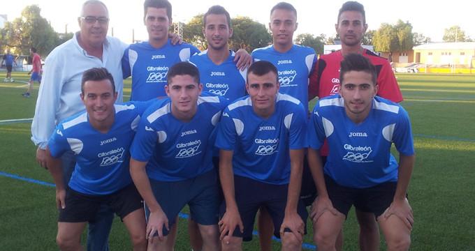 El equipo Los Humildes, con el concejal de Deportes.