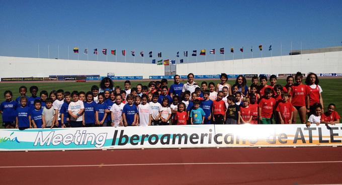 Isabel Macías y Alba López, con las Escuelas Deportivas de Atletismo de los Clubes Curtius y el Huelva-Punta Umbría.