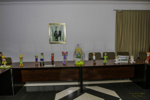Parte de la exposición en el salón de plenos del Ayuntamiento de trabajos del Taller El Duende.
