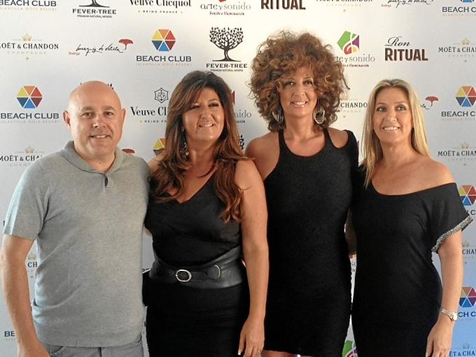 El concejal de Cultura, Emilio Bogarín, junto a las integrantes de 'Soles'.