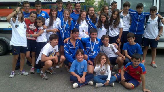 Espectacular botín de 10 medallas del Marítimo de Huelva en el Andaluz de Barcos de Equipo de Piragüismo