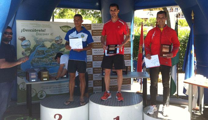 Los vencedores en categoría masculina en la prueba disputada en Cartaya.