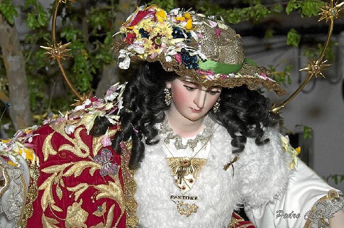 Hinojos vibra con su tradicional Romerito en honor de la Santa Cruz y la Divina Pastora