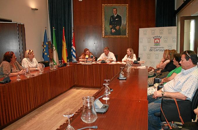Reunión en Cartaya para organizar la llegada de los niños saharauis a la localidad.
