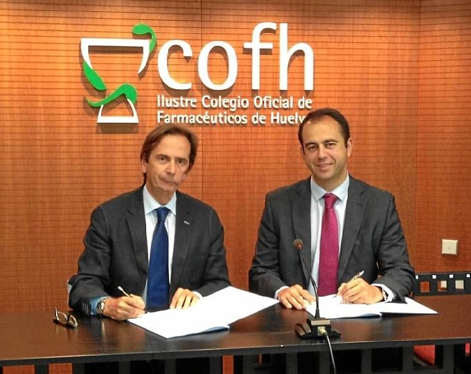 El presidente del Colegio de Farmacéuticos de Huelva, Francisco Peinado (izquierda) y el director de AAPP y Empresas del Territorio Sur de Telefónica, Ignacio Ochoa.