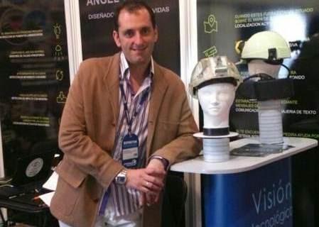 El casco minero diseñado por el onubense Darío García suscita gran interés en Chile