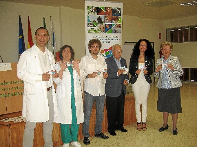 La delegada de Salud y Bienestar Social, acompañada por los coordinadores de trasplantes y representantes de las asociaciones de pacientes.