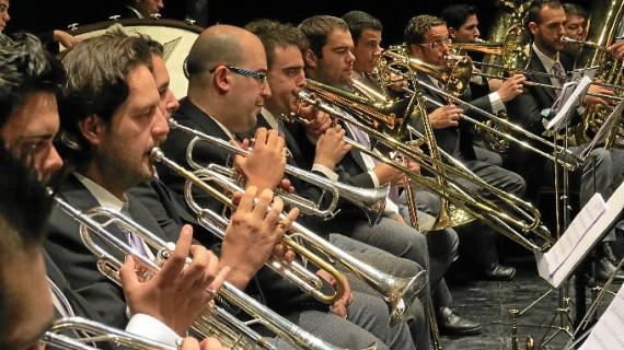 La Banda Sinfónica del Liceo de Moguer acompaña a 'Dios salve a la reina' en su gira tributo a 'Queen' por España