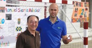 Sierra recibió el Pin de Plata de su colegio, el Pedro Alonso Niño.