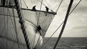 Los trabajos de mantenimiento del barco eran constantes.