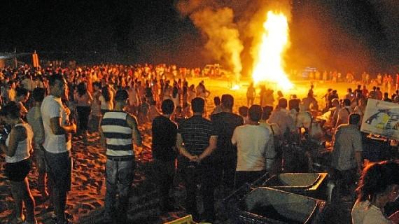 Los isleños celebran a lo grande las 'Hogueras de San Juan'
