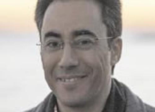 El onubense Fernández Guerra presenta su obra 'Prodigioscopio', una novela en la que la intriga médica se convierte en protagonista
