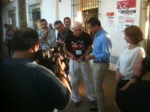 Esta actividad está organizada por la Peña de Cante Jondo de Moguer con la colaboración del Ayuntamiento de Moguer.