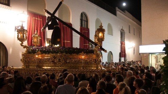 Jesús de la Pasión vuelve a las calles de Ayamonte en una multitudinaria procesión extraordinaria