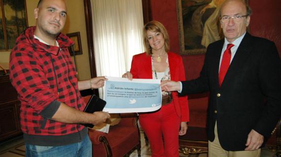 Adrián Infante, ganador del I Concurso de Tweets Huelva Joven