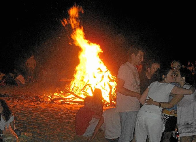 En Punta Umbría las hogueras estarán repartidas en diferentes puntos de la playa.