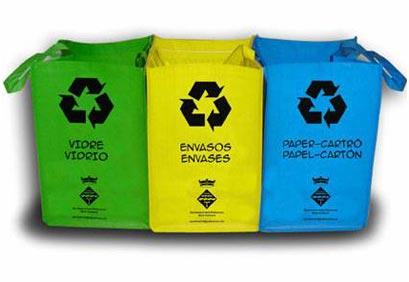 Contendores de vidrio, envases y papel y cartón. / Foto: batallaecologica.wordpress.com