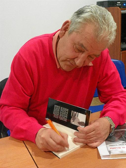 El autor serrano Rafael Vargas será homenajeado en Linares de la Sierra.