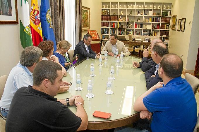 Reunión entre Ignacio Caraballo y comerciantes de Isla Chica.