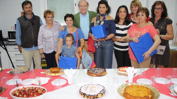 La AA.VV Los Rosales organiza un concurso de repostería con los alumnos del curso de cocina