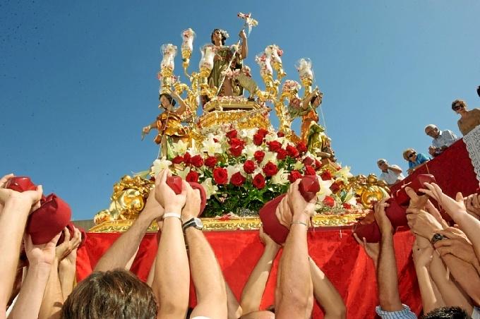 Procesión de San Juan en Alosno. / Foto: Hdad. San Juan Bautista Alosno.