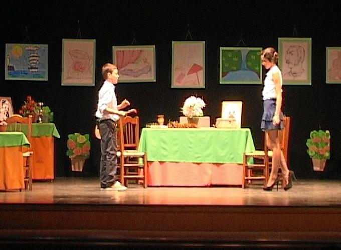 Los pequeños actores, de quinto y sexto curso de primaria, se presentaron en dos momentos en las tablas del Teatro Felipe Godínez de Moguer.