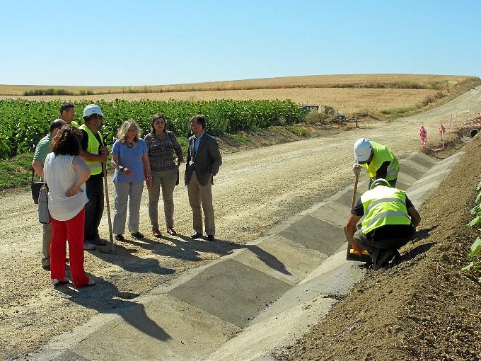 Las obras de mejora del 'Camino de Berrocal' de Villalba del Alcor generan 184 empleos