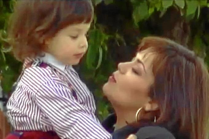 Isi con su hijo Yoshua cuando era un niño.