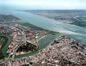 Vista aérea de Ayamonte con el río Guadiana.