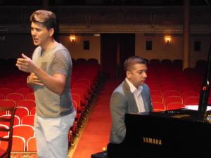 Álvaro actuará acompañado de 80 músicos del Liceo de la Música de Moguer.