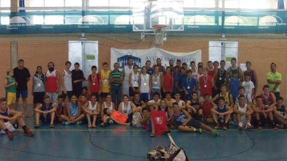 El equipo 'Tito recupérate' vence en el 3×3 de baloncesto de Punta