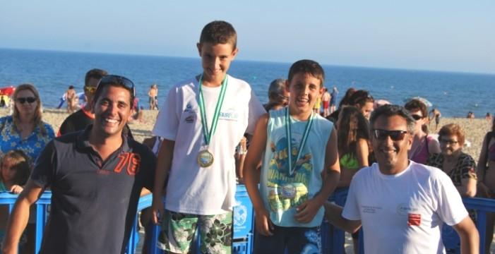 Más de 300 participantes en la 'I Milla Mojada' de Isla Cristina