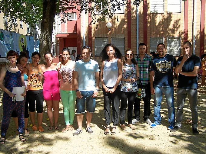 La delegada territorial de Salud y Bienestar Social en Huelva, Lourdes Martín, visita la escuela de verano del Colegio Andalucía.