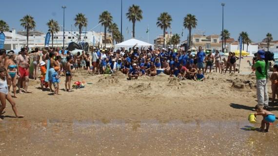 Unas 130 personas baten el record de participación en el Concurso Familiar de Castillos de Arena en La Antilla
