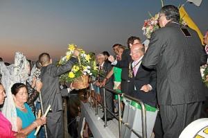 El intercambio de flores es uno de los actos habituales de este encuentro.