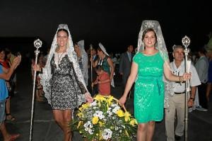 Flores para la Virgen del Carmen.