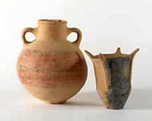 Urna y vaso de una tumba de incineración. La Joya. / Foto: Museo de Huelva.
