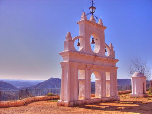 El pueblo de Alájar se une para rescatar el patrimonio de la Peña de Arias Montano