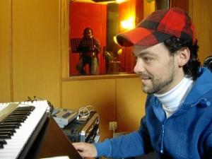 Guerrero, en el estudio, grabando su nuevo disco.