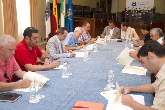 Firma del convenio con los ayuntamientos de la provincia y los dos municipios menores.