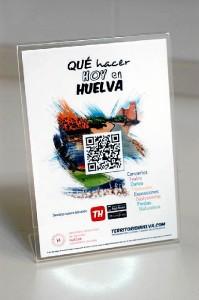 Los displays con el código QR creado por 'Territorio Huelva'.
