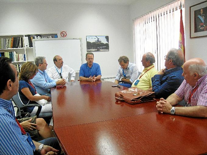 Un momento de la reunión entre empresarios y sindicatos.