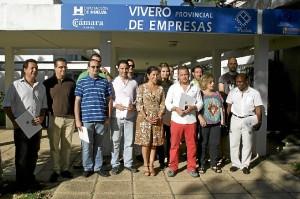 Foto de familia de los participantes en los viveros de la Diputación.