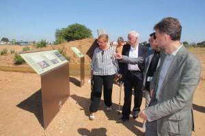 El consejero de Cultura y Deporte, Luciano Alonso, ha asistido a la reapertura del conjunto megalítico.