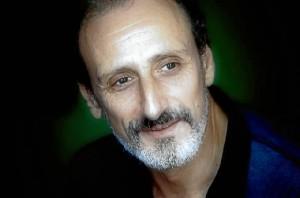 Gil tiene todo el tiempo ocupado entre los rodajes de la serie y el teatro. / Foto: www.facebook.com