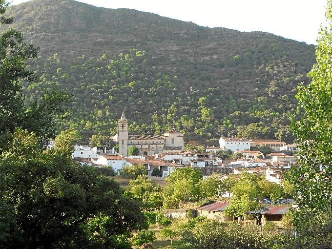 Vista panorámica de Linares de la Sierra.