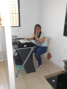 La joven onubense, en su lugar de trabajo.